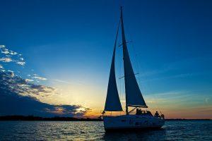 segelyacht mitsegeln segelzeit am abend