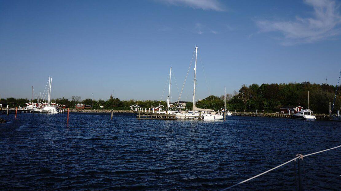 Hafen von Gedster, Foto von der Kaethe auf den Hafen gemacht. Stege und Schiffe sind zu sehen