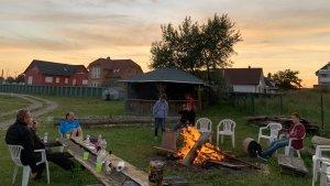 Abends grillen, Lagerfeuer nach einem Segeltag